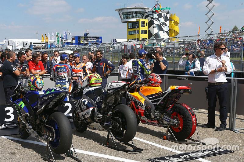 Valentino Rossi, Yamaha Factory Racing; Hector Barbera, Avintia Racing; Marc Marquez, Repsol Honda T