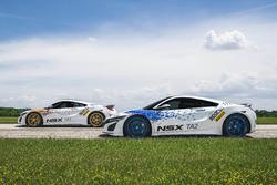 Дві машини Acura NSX для класів Time Attack 1 and 2