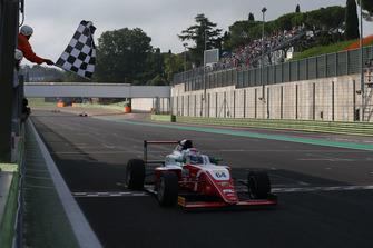 Olli Caldwell, Prema Theodore Racing, prende la bandiera a scacchi