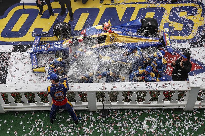 PoconoPodio: Alexander Rossi, Andretti Autosport Honda, champagne