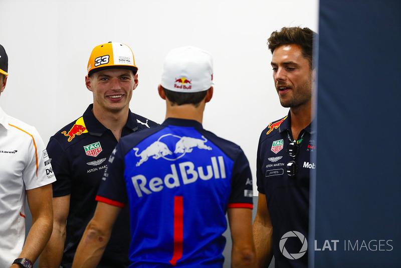 Max Verstappen, Red Bull Racing, y Pierre Gasly, Toro Rosso