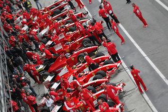 Ferrari F1 clienti in the pitlane