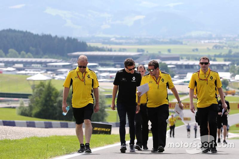 Jolyon Palmer, Renault Sport F1 Team ve Julien Simon-Chautemps, Renault Sport F1 Team