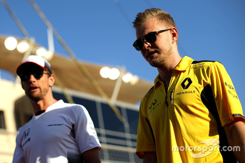 Kevin Magnussen, Renault Sport F1 Team and Jenson Button, McLaren