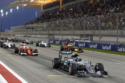 Старт: Ніко Росберг, Mercedes AMG F1 Team W07 попереду