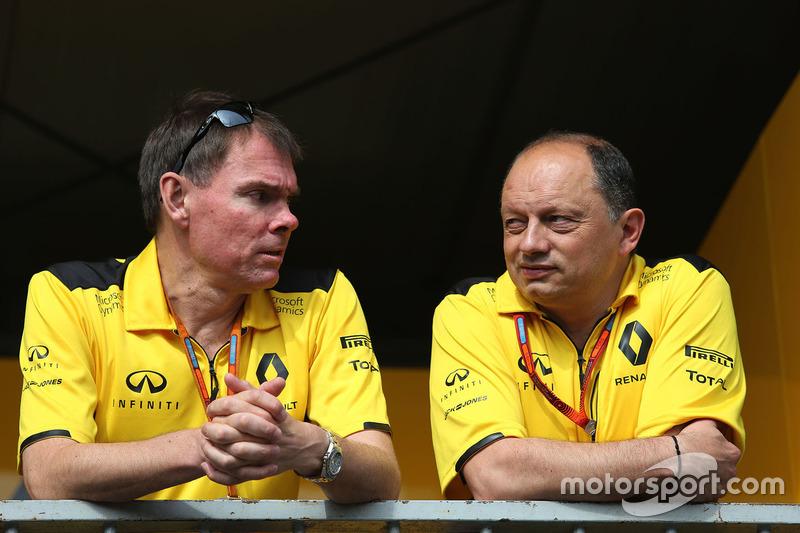 Alan Permane, Renault Sport F1 Team nd Frederic Vasseur, Renault Sport F1 Team Racing Director