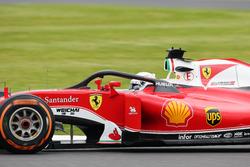 Себастьян Феттель пилотирует Ferrari SF16-H с установленной системой Halo