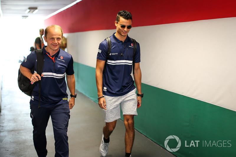 Pascal Wehrlein, Sauber y  Josef Leberer, fisio de Sauber F1