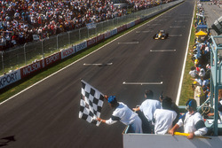 Nelson Piquet, Benetton B191 Ford, takes the chequered flag