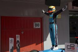 Arjun Maini, Jenzer Motorsport fête sa victoire