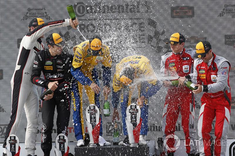 Подіум у класі GTD: переможці Джессі Крон, Йенс Клінгманн, Turner Motorsport, на другому місці Патрі