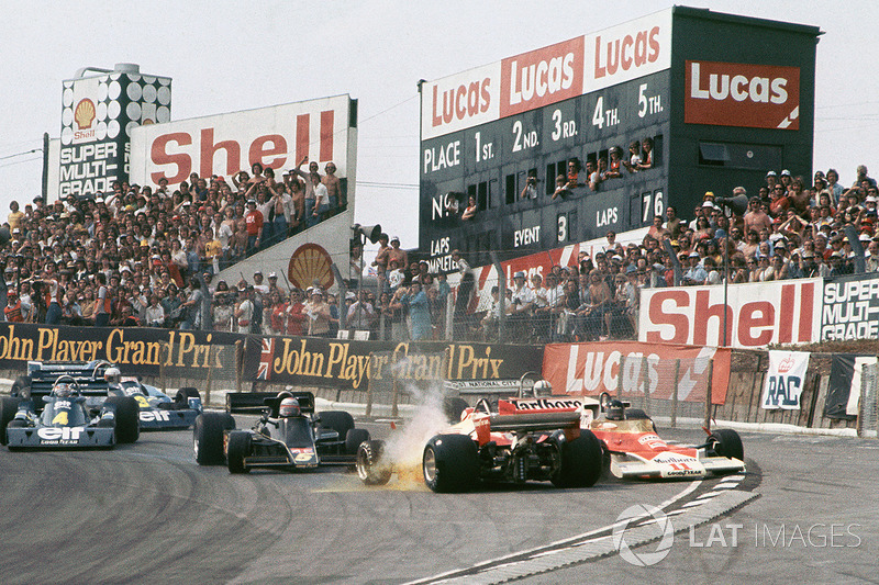 Choque Clay Regazzoni, Ferrari 312T2, James Hunt, McLaren M23