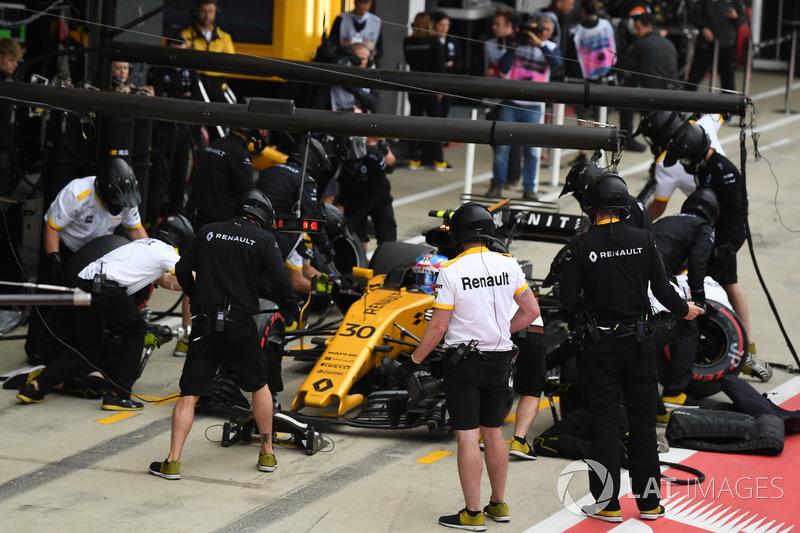 Jolyon Palmer, Renault Sport F1 Team RS17 pit stop