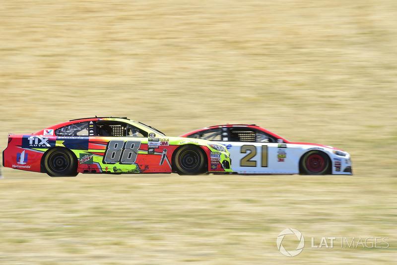 Ryan Blaney, Wood Brothers Racing Ford, Dale Earnhardt Jr., Hendrick Motorsports Chevrolet
