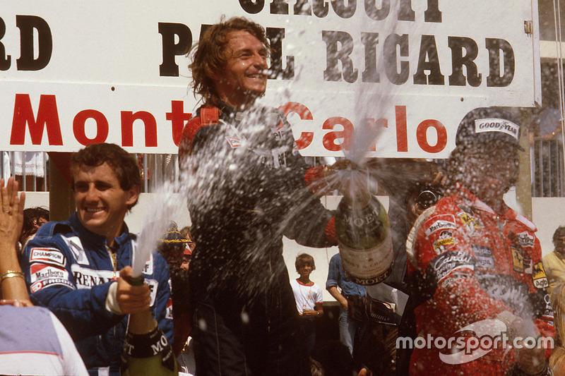 Podio: ganador de la carrera René Arnoux, Renault, segundo lugar Alain Prost, Renault y tercer lugar