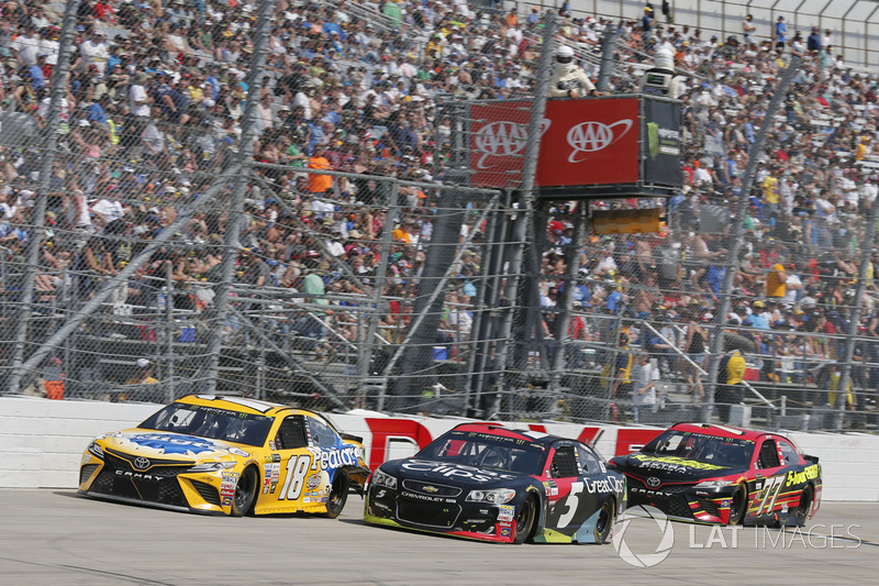 Kasey Kahne, Hendrick Motorsports, Chevrolet; Kyle Busch, Joe Gibbs Racing, Toyota