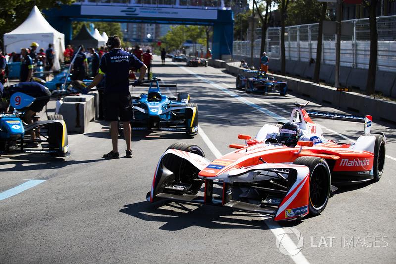 Nick Heidfeld, Mahindra Racing, deja los pits