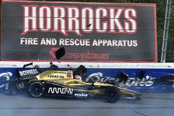 Crash: James Hinchcliffe, Schmidt Peterson Motorsports Honda
