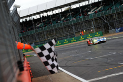 Checkered flag for #67 Ford Chip Ganassi Racing Ford GT: Andy Priaulx, Harry Tincknell, Pipo Derani