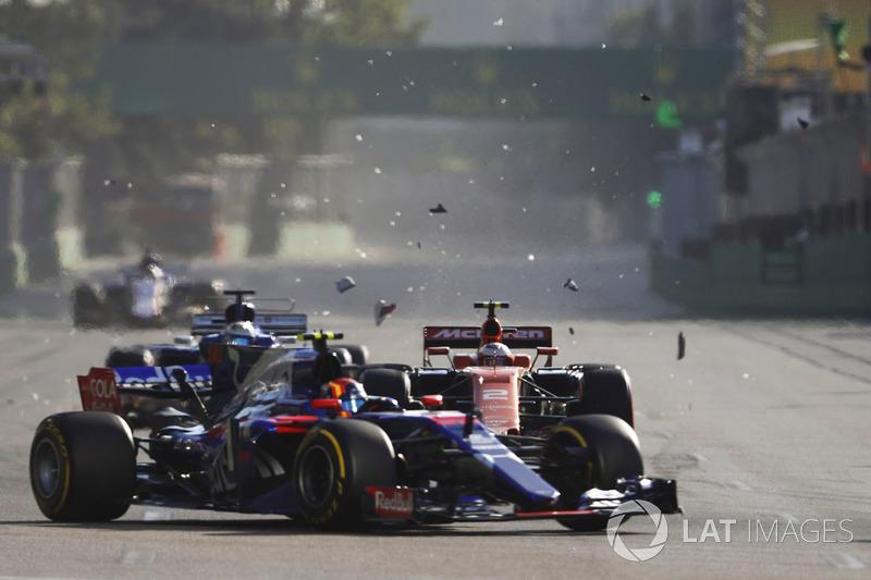 Фернандо Алонсо, McLaren MCL32, Данііл Квят, Scuderia Toro Rosso STR12, Стоффель Вандорн, McLaren MCL32