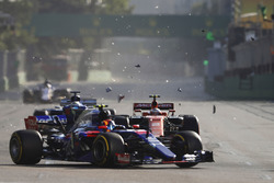 Fernando Alonso, McLaren MCL32, Daniil Kvyat, Scuderia Toro Rosso STR12, as behind Stoffel Vandoorne, McLaren MCL32 hits a debris