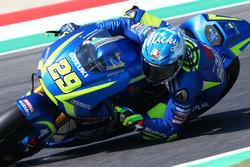 Andrea Iannone, Team Suzuki MotoGP, avec son casque hommage à Nicky Hayden