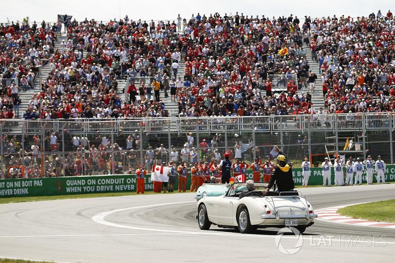 Carlos Sainz Jr., Renault Sport F1 Team, in the drivers parade