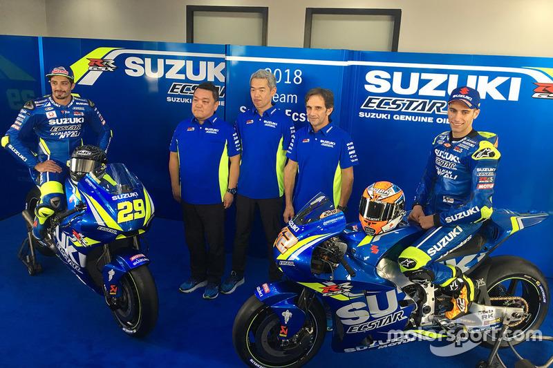 Andrea Iannone, Team Suzuki MotoGP, Alex Rins, Team Suzuki MotoGP con i membri del team