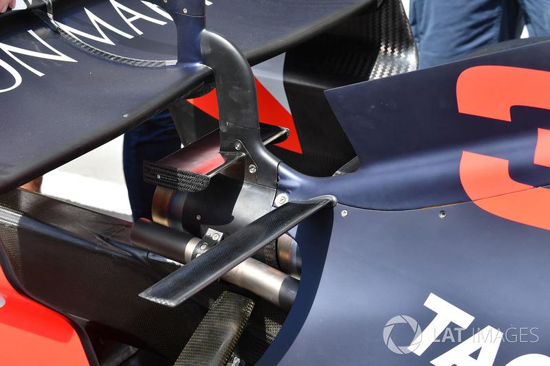 """تفاصيل الجناح الخلفي لسيارة """"آر.بي14"""""""