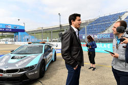 Toto Wolff, Executive Director, Mercedes AMG, steunt Dare to be Different