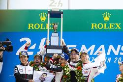 Подіум: Себастьян Буемі, Казукі Накадзіма, Фернандо Алонсо, Toyota Gazoo Racing