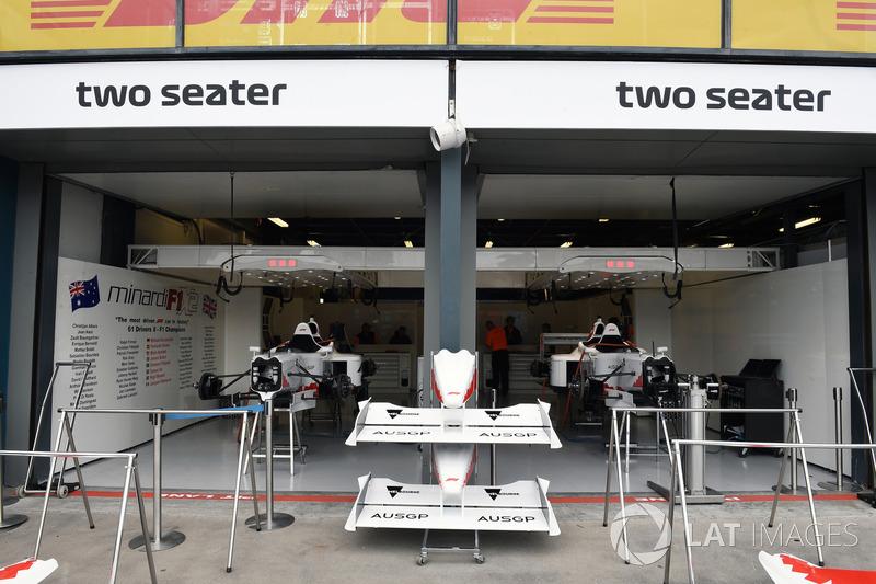 Il garage delle biposto F1 ExperiencesF1 Experiences