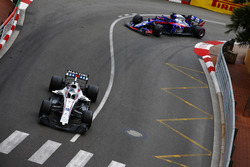 Lance Stroll, Williams FW41, leads Brendon Hartley, Toro Rosso STR13