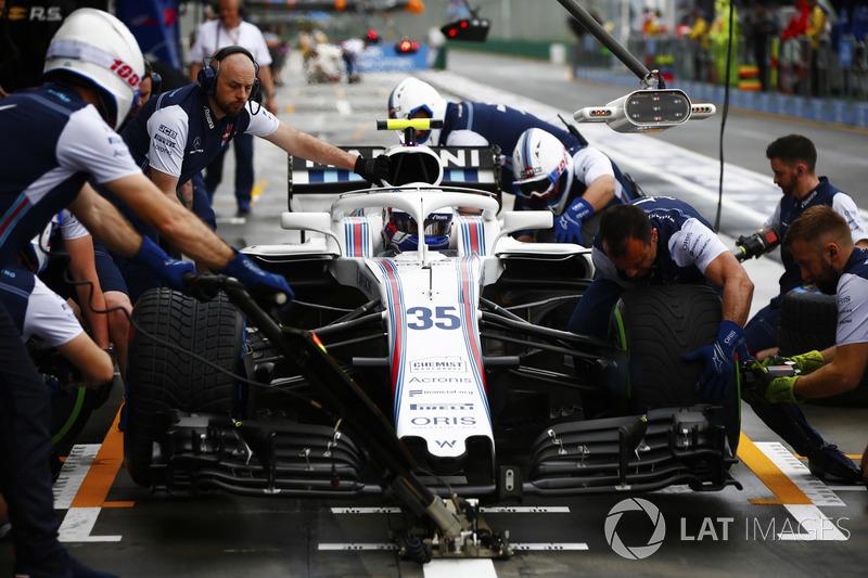Sergey Sirotkin, Williams FW41 Mercedes, s'arrête au stand