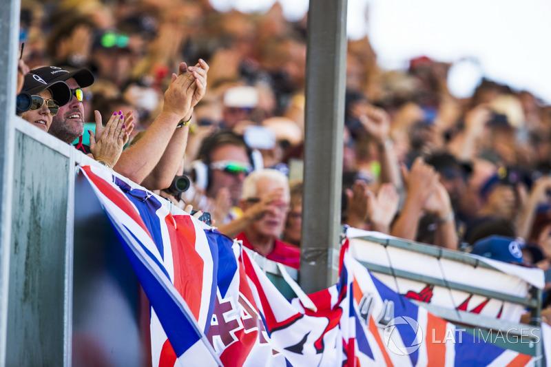 Tifosi a supporto di Lewis Hamilton, Mercedes AMG F1