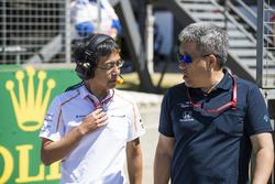 Hiroshi Imai, Chief Race Engineer, McLaren, with Masashi Yamamoto, General Manager, Honda Motorsport