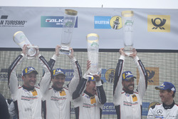 Podio: i vincitori #912 Manthey Racing Porsche 911 GT3 R: Richard Lietz, Patrick Pilet, Frédéric Makowiecki, Nick Tandy