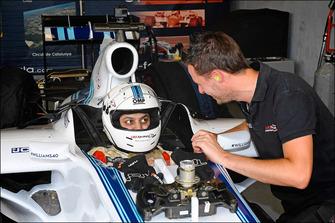 Mobile gamer tests a Williams Formula 1 car