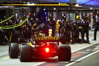 Nico Hulkenberg, Renault Sport F1 Team R.S. 18, effettua un pit stop