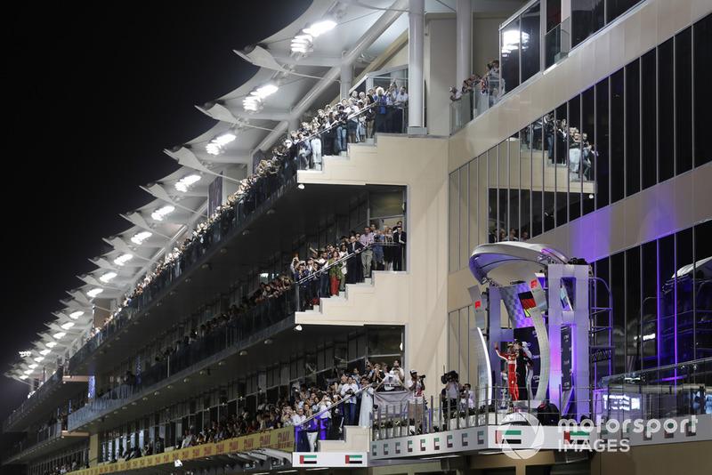 Podio: segundo lugar Sebastian Vettel, Ferrari, ganador de la carrera Lewis Hamilton, Mercedes y tercer lugar Max Verstappen, Red Bull Racing celebran