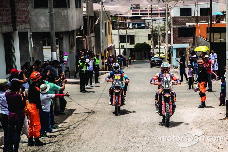 #77 Red Bull KTM Factory Racing KTM: Лусіану Бенавідес, #1 Red Bull KTM Factory Racing KTM: Маттіас Валькнер