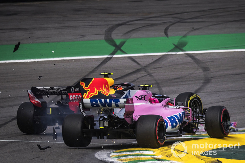 Max Verstappen, Red Bull Racing RB14 y Esteban Ocon, Force India VJM11