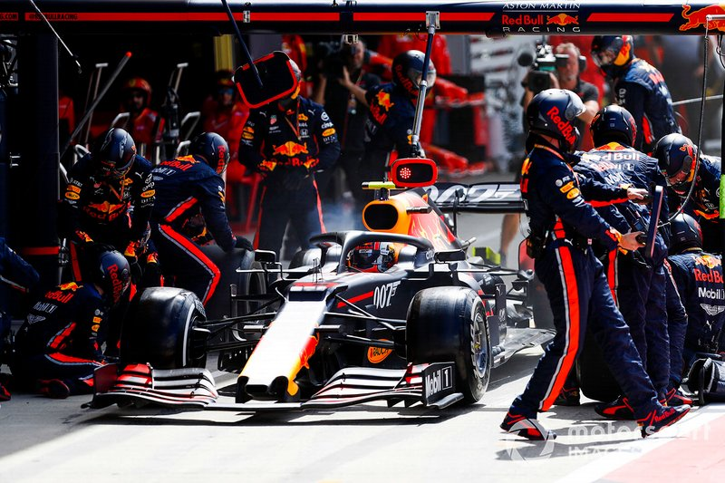 Pierre Gasly, Red Bull Racing RB15, pitstop