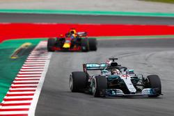 Lewis Hamilton, Mercedes AMG F1 W09, Daniel Ricciardo, Red Bull Racing RB14