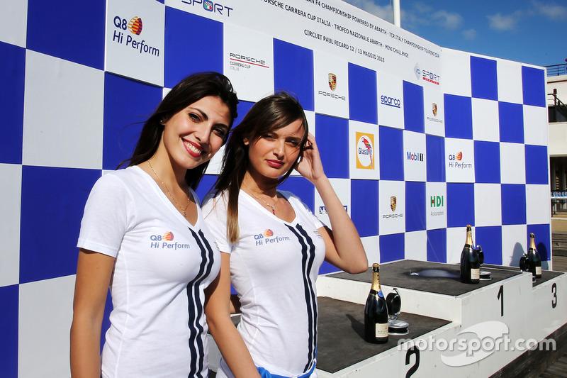 Il podio con le grid girl