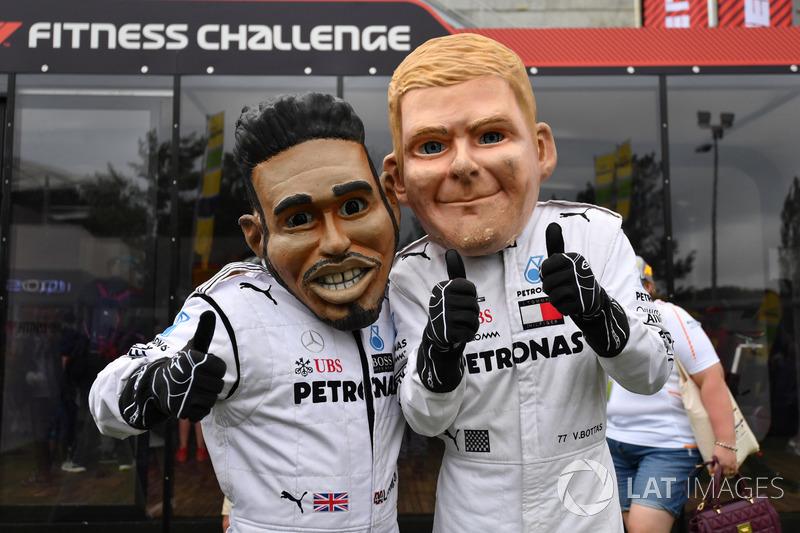 Lewis Hamilton, Mercedes-AMG F1 y Valtteri Bottas, Mercedes-AMG F1 caricatura