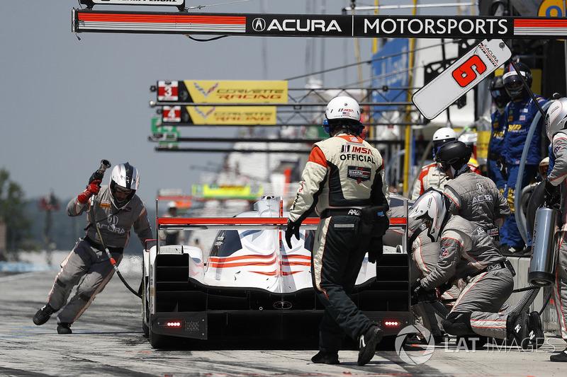 #6 Acura Team Penske Acura DPi, P: Dane Cameron, Juan Pablo Montoya, pit stop
