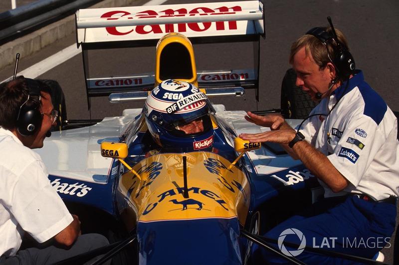 Alain Prost, Williams, talks to his race engineers