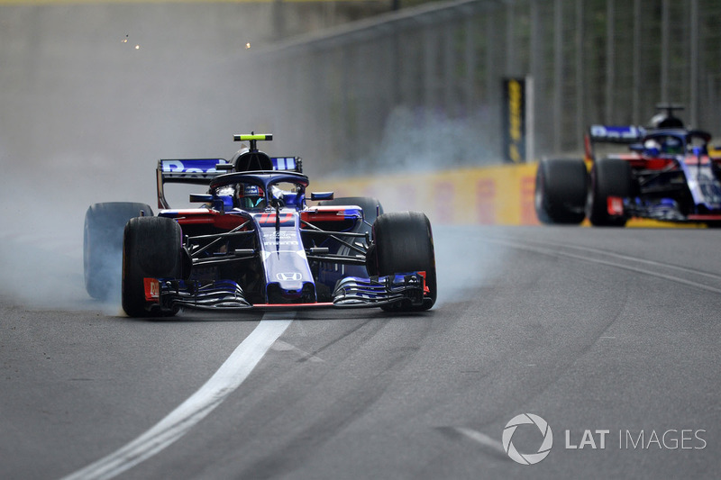 Pierre Gasly, Scuderia Toro Rosso STR13 locks up
