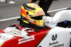 Helm van Mick Schumacher, SJM Theodore Racing by Prema, Dallara Mercedes